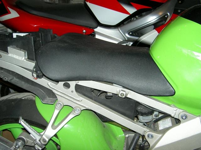 Préparation de la saison piste 2008 ( ZX6R 98 et 99 inside ) PICT3036
